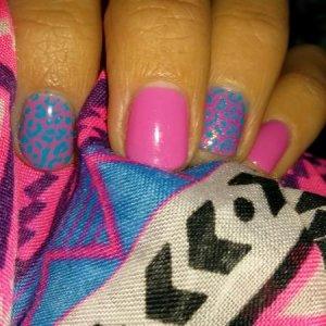 Gellux pink with mundo de unas blue stamp polish