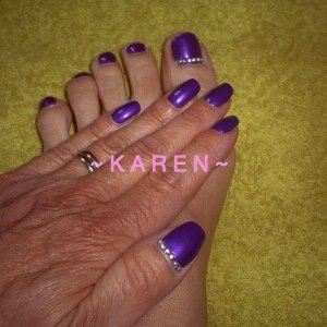 CND Vinylux with rhinestone detail (fingers & toes)