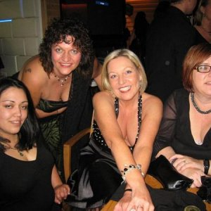 Gelly (Lauri), Bev Rose (me), Judy1999, Naturalnails (Fiona)