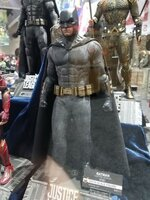 Click image for larger version.  Name:batman-justice-league-hot-toys-sideshow-450x600.jpg Views:638 Size:83.3 KB ID:353864